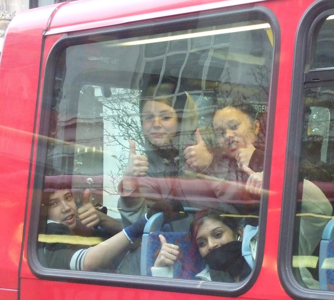 London_Kinder_im_Bus