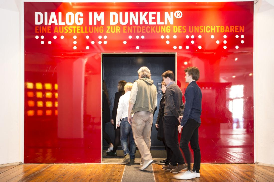 2017-DialogimDunkeln-copright JensScholz-Eingang Ausstellung
