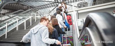 Schulklasse macht Klassenfahrt nach Berlin Umstieg Berlin HBF - Programmtipps. Die Deutsche Bahn hilft dabei