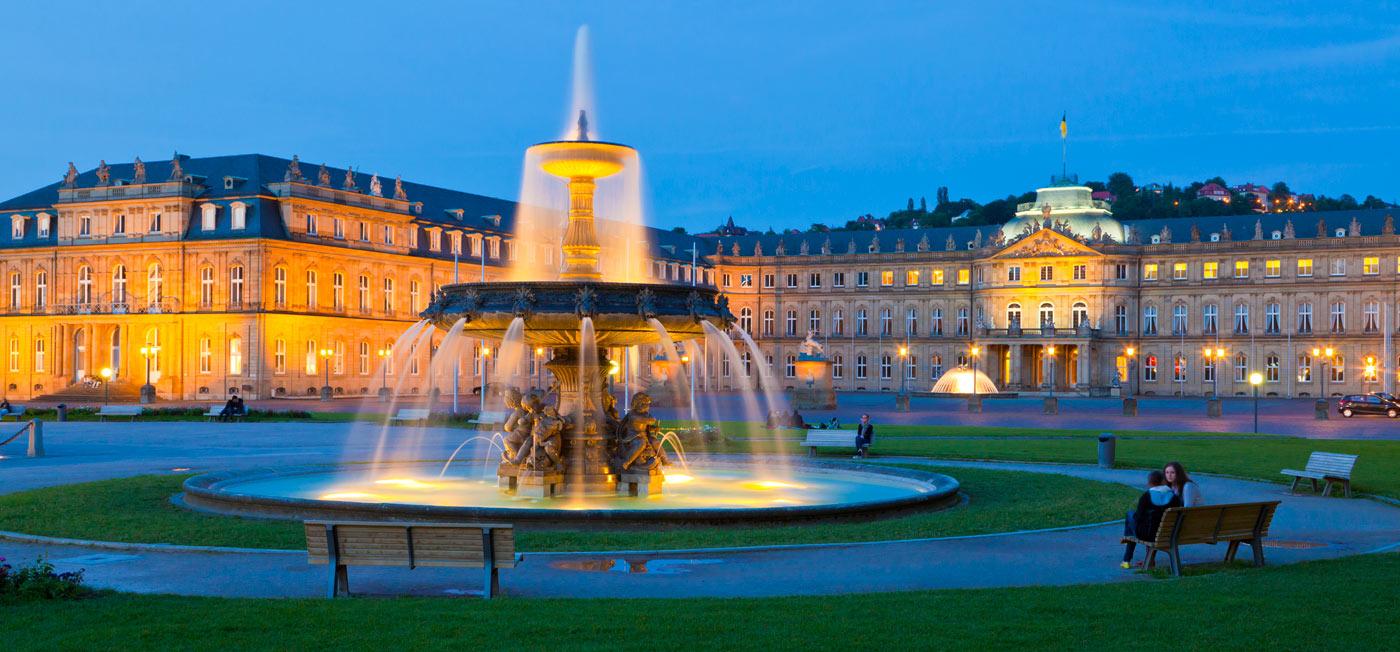 Schlossplatz-in-der-Dämmerung--©Stuttgart-Marketing-GmbH