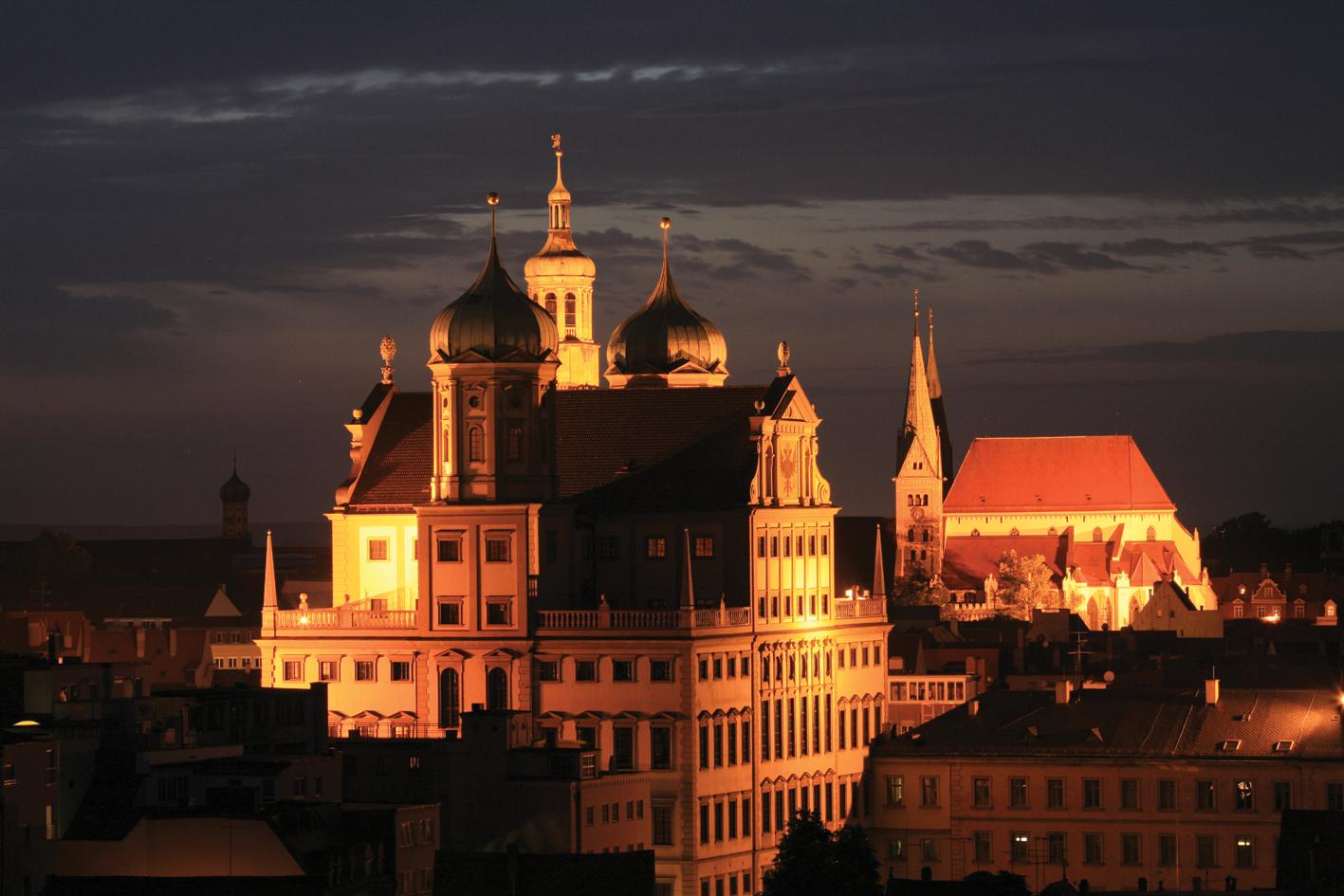 Augsburg_Rathaus_und_Dom_bei_Nacht