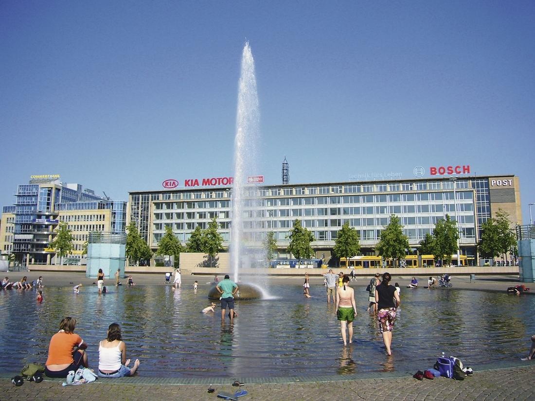 Leipzig_Augustusplatz_Fontaene_Schmidt_19_7_2006