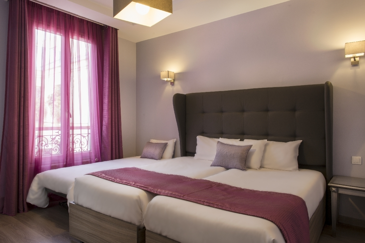 Paris Hotel Mirific